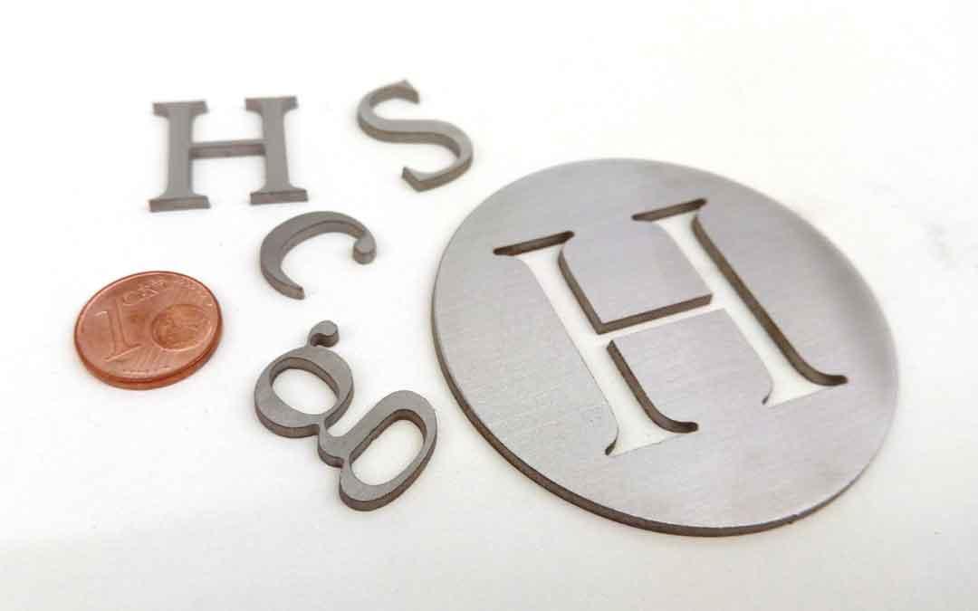 Kleine Buchstaben aus 3 mm Edelstahl