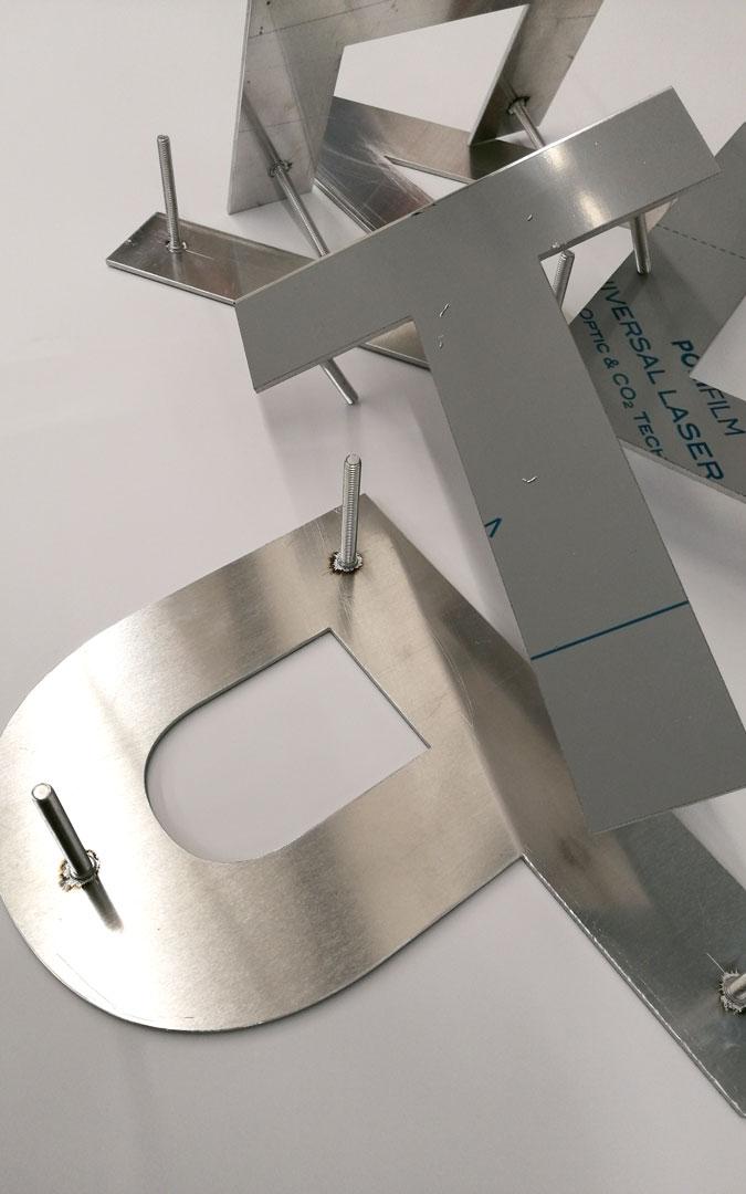 Buchstaben aus 3mm Aluminium