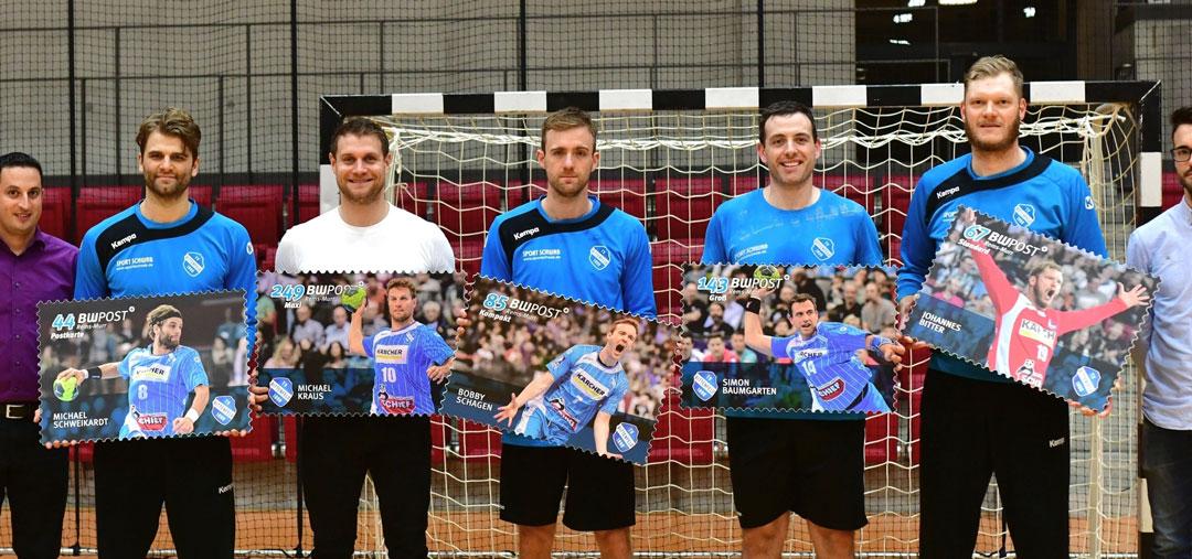 Handballer mit ihrer Handballkarte – Briefmarken aus Forex