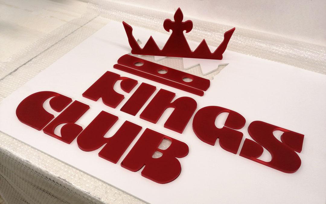 Logo Kings-Club aus Plexiglas